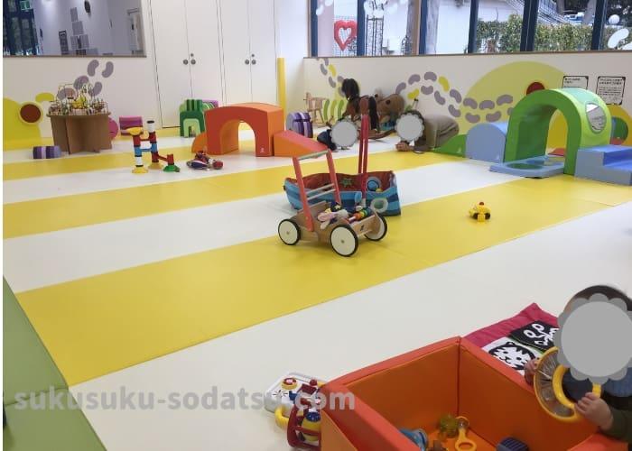 アソブラボーの乳児の遊び場